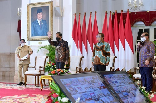 Sebut Jokowi Santai Tanggapi Kritik BEM UI, Peneliti: Malah Orang-orang di Sekeliling Presiden yang Berusaha Cari Muka