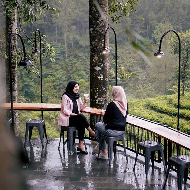 Cafe Hits di Kembanglangit Batang