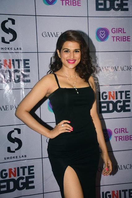 Shraddha Das Hot New Photos in Black Outfit Navel Queens