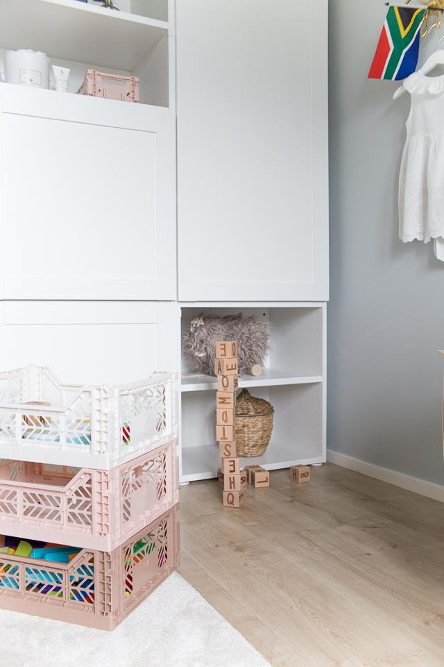 Villa H, lastenhuoneen sisustus, Aykasa laatikko, lelut