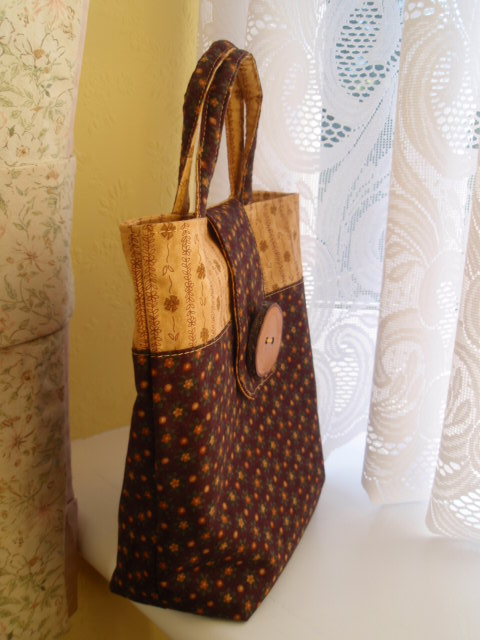 Tiny Tote - My gorgeous bag with its Cherrywood button!