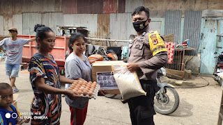 Bhabinkamtibmas Kelurahan Mampu Salurkan Paket Sembako Kapolres Pelabuhan