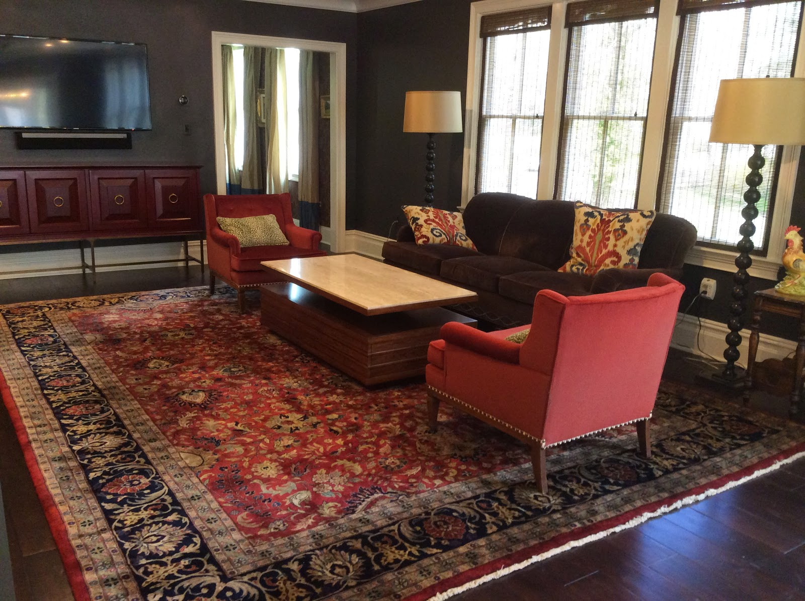 Cozy Soft Tone Rug In Living Room Dragon Oushak