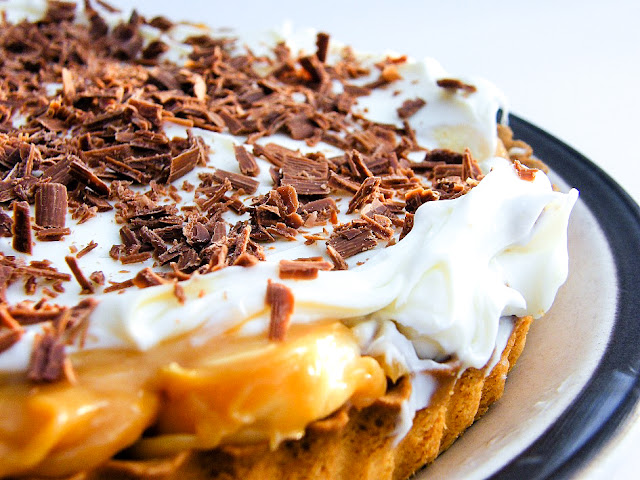 An easy recipe for 8 Minute Banoffee Pie, the most indulgent of desserts Throw it together while dinner is cooking and pop it in the fridge to chill until you're ready to serve it.