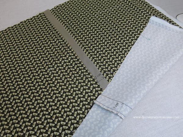 pantalón con banda lateral en la costura
