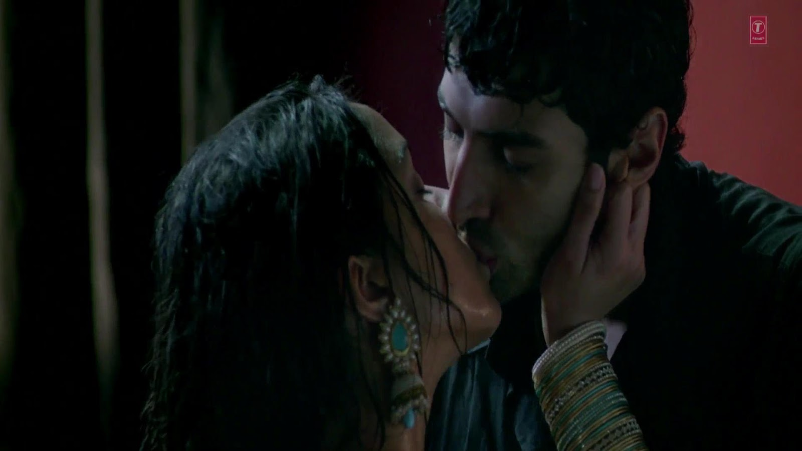 Shraddha Kapoor Hot Kiss And Sex Scene From Aashiqui 2 -5470