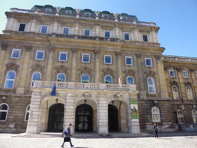 Biblioteca Nacional Széchenyi (Budapest) (@mibaulviajero)