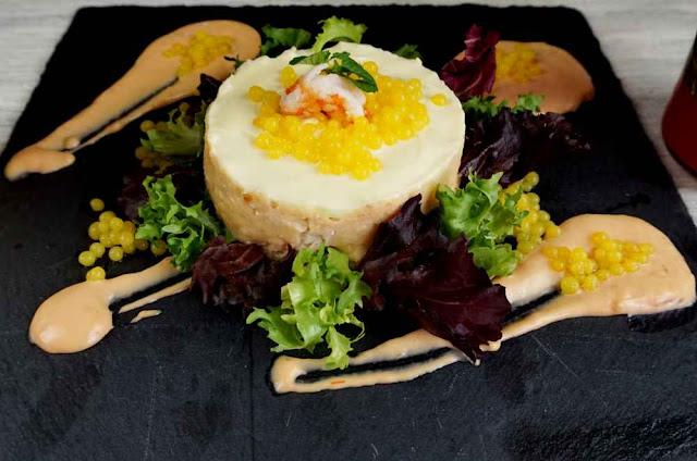 Pastel de merluza con caviar de naranja