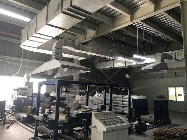 Hệ thống ống gió bên trong nhà xưởng
