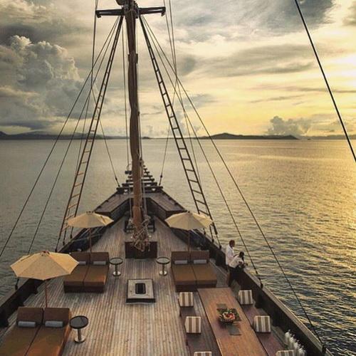 Tinuku Luxury sailing yacht Phinisi Alila Purnama serving floating boutique hotel