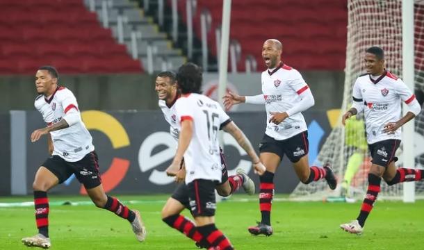 Vitória reverte placar no Beira-Rio e avança na Copa do Brasil
