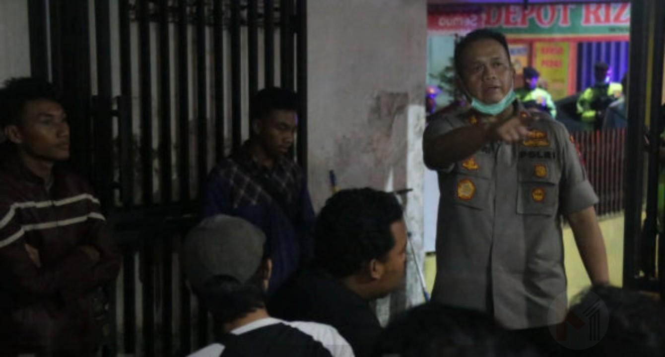 Nekat Nongkrong Di Cafe, Ratusan Warga Akhirnya Diamankan ke Polres Malang