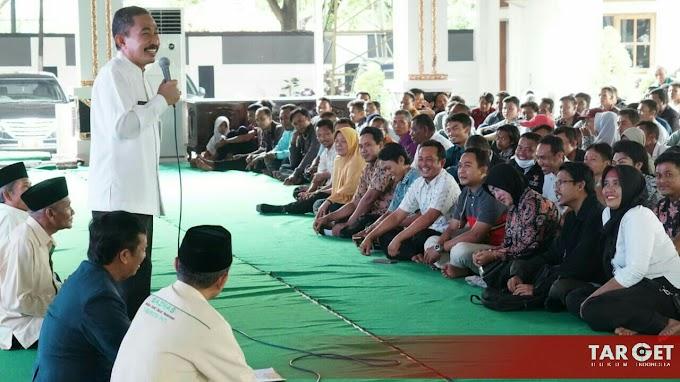 Jelang Idul Fitri, 400 Penjaga Sekolah Non K - 2 Mendapatkan Tali Asih