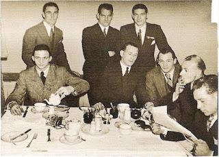 Nel 1932 a Londra (secondo da destra).