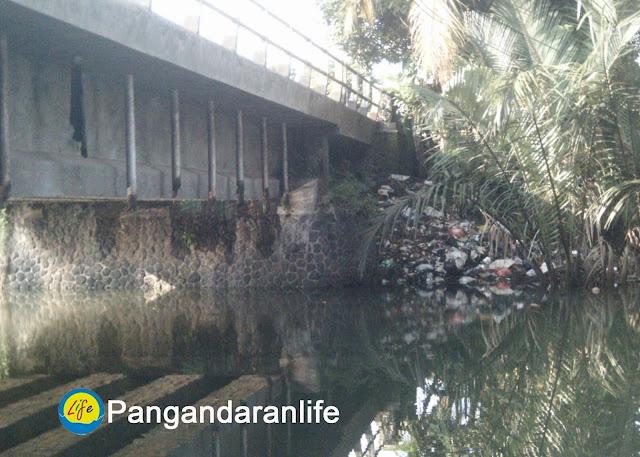 Gambar tumpukan sampah di sungai cijulang