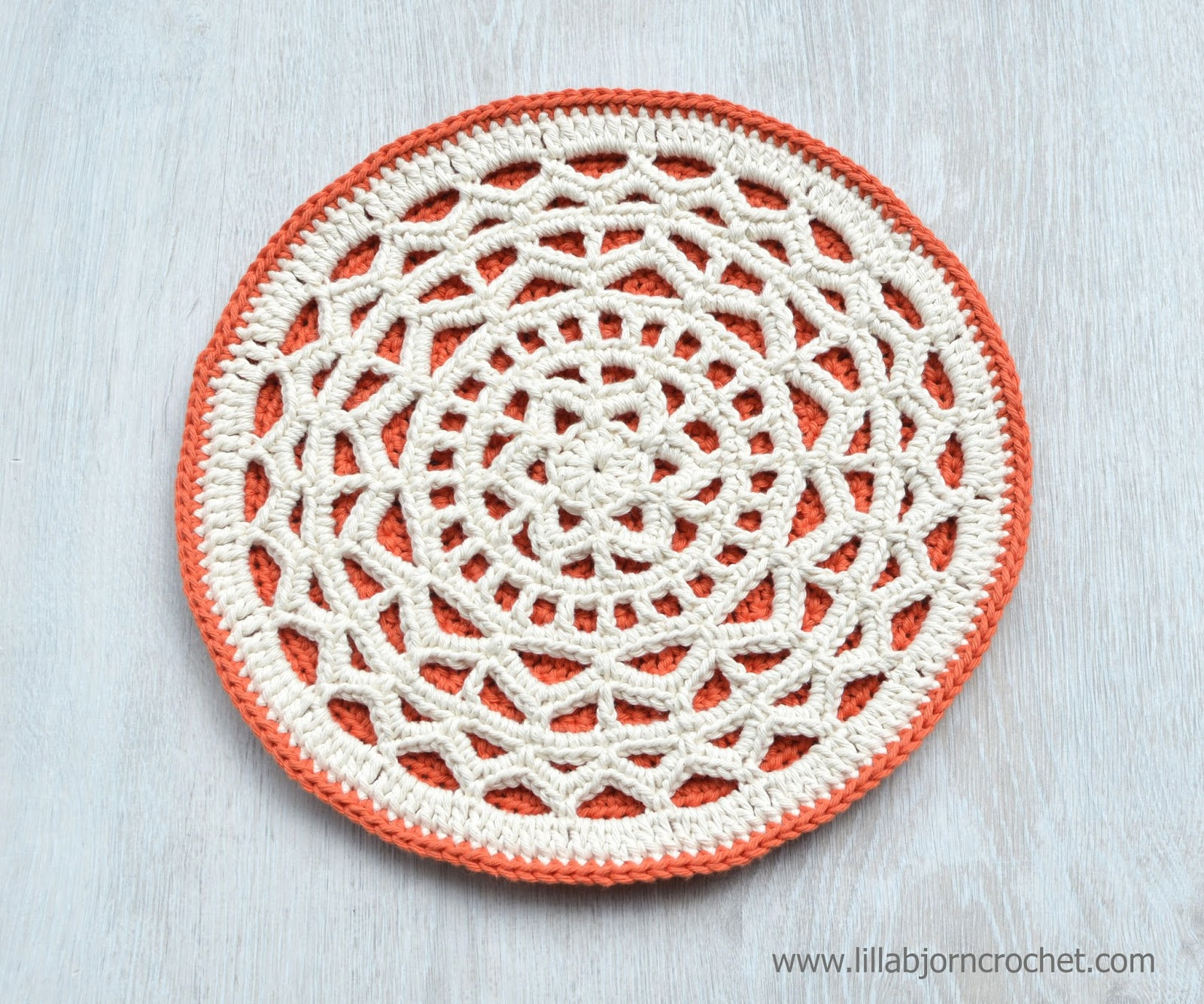 Geometric mandala simple and clear crochet design lillabjrns geometric crochet mandala and easy and quick to make project of a potholder hot dt1010fo