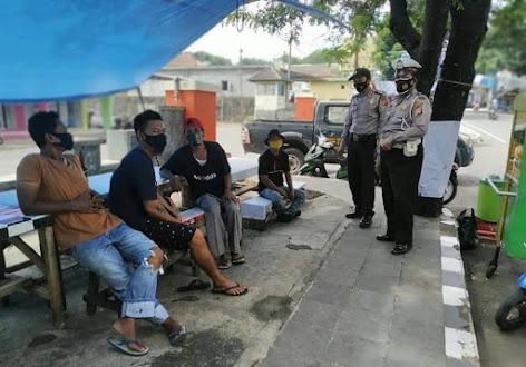Patroli Dialogis Bhabinkamtibmas Polsek Kadipaten Sampaikan Himbauan Kamtibmas dan Prokes Pada Warga