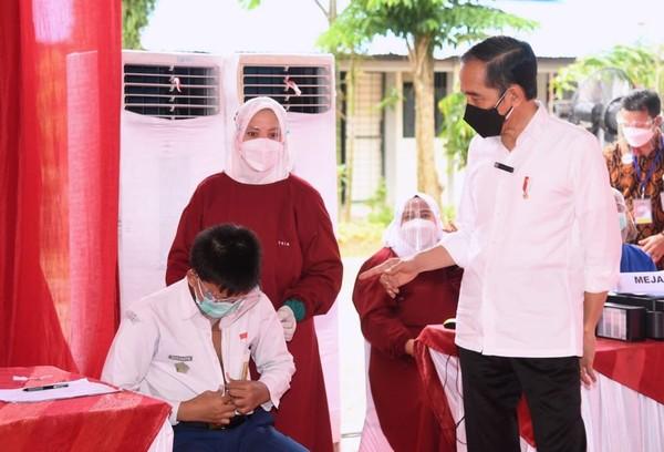Vaksinasi RI Nomor 4 di Dunia,Jokowi' Nggak Jelek-jelek Amat