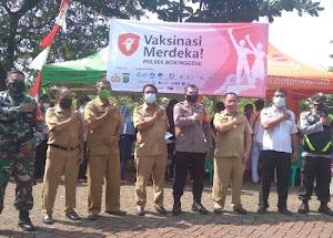 Polres Metro Depok melalui Polsek Bojonggede menggelar kegiatan vaksinasi Merdeka