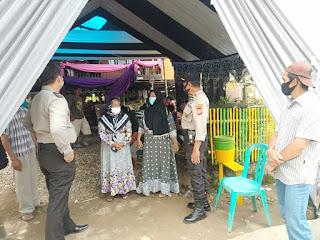 Patroli Kamtibmas Ke Pesta Pernikahan, Kapolsek Maiwa Menghimbau Masyarakat Untuk Tetap Memperhatikan Prokes