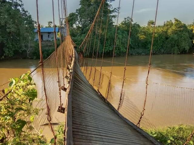 Penahan Tali Seling Rapuh, Jembatan Gantung di Nanga Kiungkang Nyaris Roboh