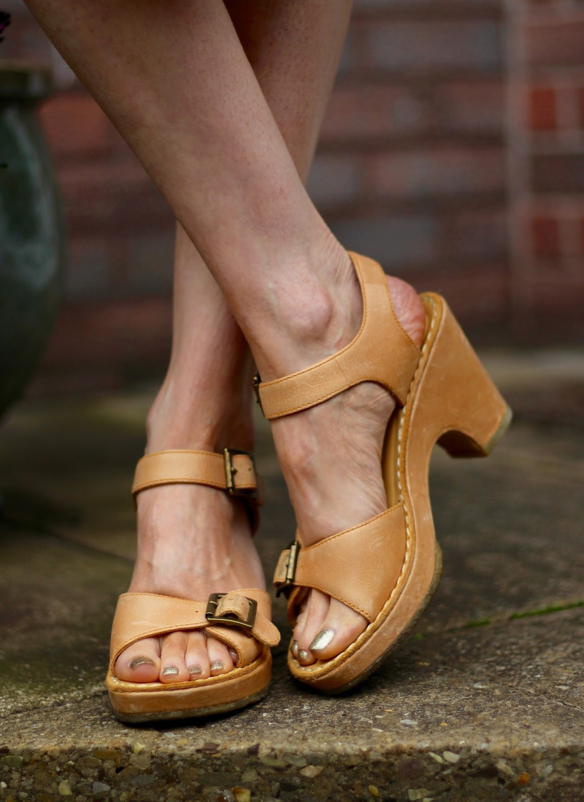 Fake Fabulous | Pale tan sandals