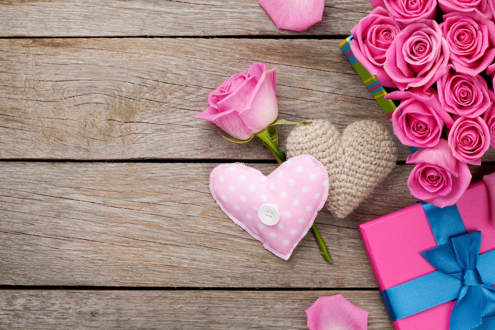 Обои розовые сердечки