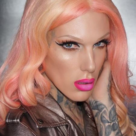 Meninos que arrasam na maquiagem acumulam milhares de fãs nas redes sociais