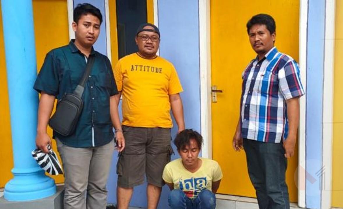 Penjual Batik Keliling Curi HP, Di Amankan Polisi