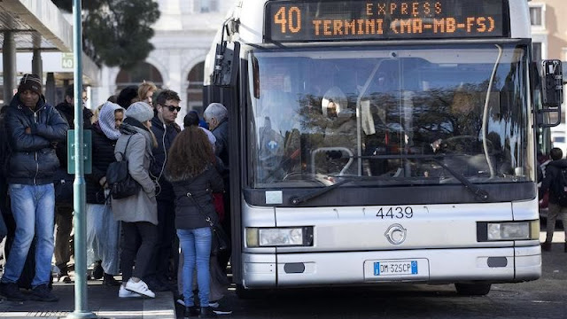 Trasporti, scendono i tempi alla fermata: attesa media di 16 minuti. A Milano se ne aspettano 9