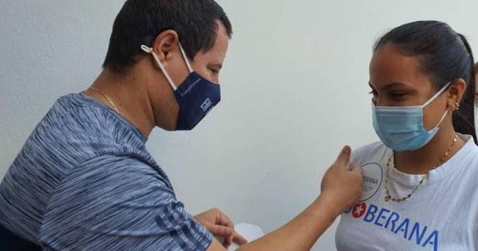 Israel Rojas y su grupo Buena Fe, se vacunan contra el coronavirus, pero con la vacuna norteamericana