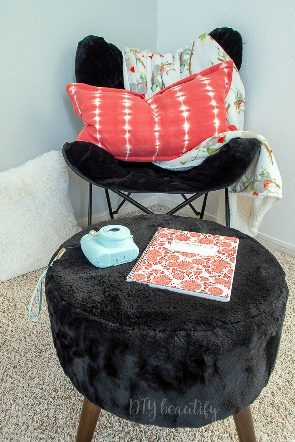 butterfly chair and plus stool