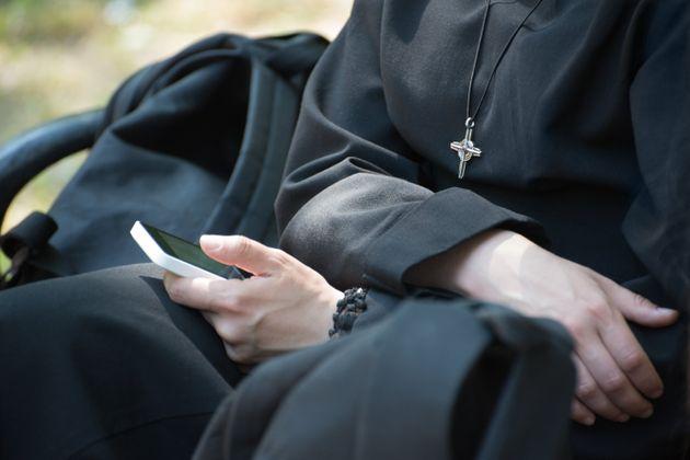 Πολύ χαμηλά τα ποσοστά εμβολιασμού σε μοναχούς και ιερείς