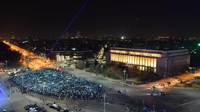 Thousands of Romanians keep calling for government resignation