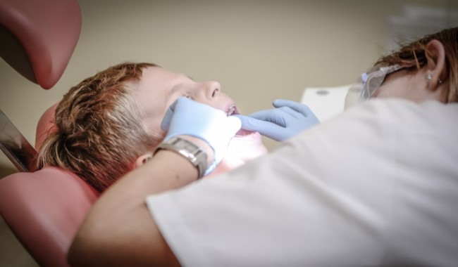 علاج الأسنان والتهاب اللثة بالطب البديل