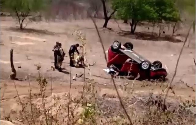 Vídeo: Capotamento deixa um morto e quatro feridos na RN-071, as vítimas são de Riacho dos Cavalos no sertão da Paraíba-PB