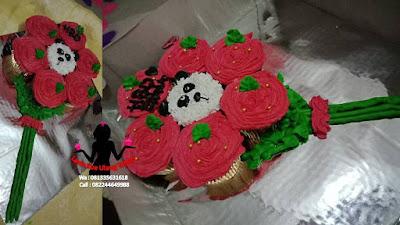 Cupcake buket mawar merah akan membuat kekasih berkesan dan merasa disayang