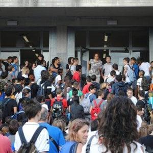 http://www.repubblica.it/scuola/2017/09/11/news/7_7_milioni_di_studenti_800mila_prof_370mila_classi_e_mille_problemi_aperti_che_la_scuola_cominci-175138451/?ref=RHPPLF-BH-I0-C8-P3-S1.8-T1