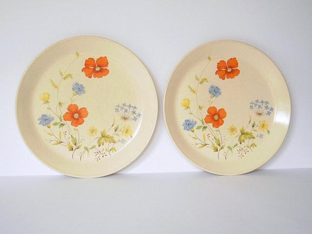 A pair of vintage Johnson of Australia dinner plates