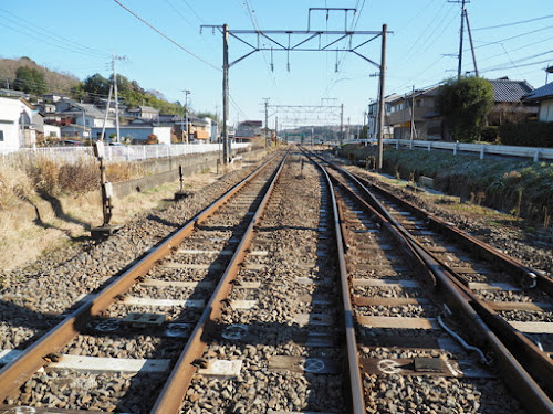 線路を渡るための福原駅近くの踏切