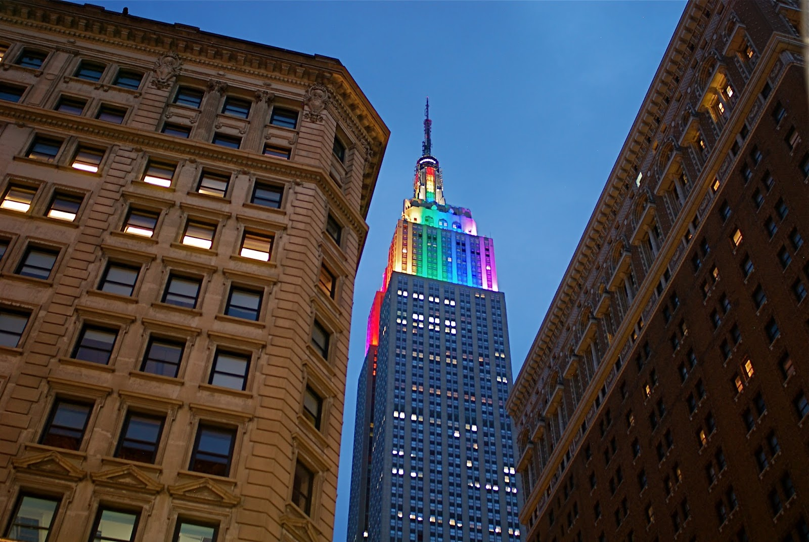Empire State Building: NYC ♥ NYC: The Empire State Building Top Tier Lights Up In