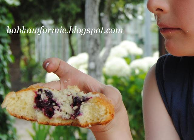 drożdżówki z owocami i kruszonką babkawformie.blogspot.com