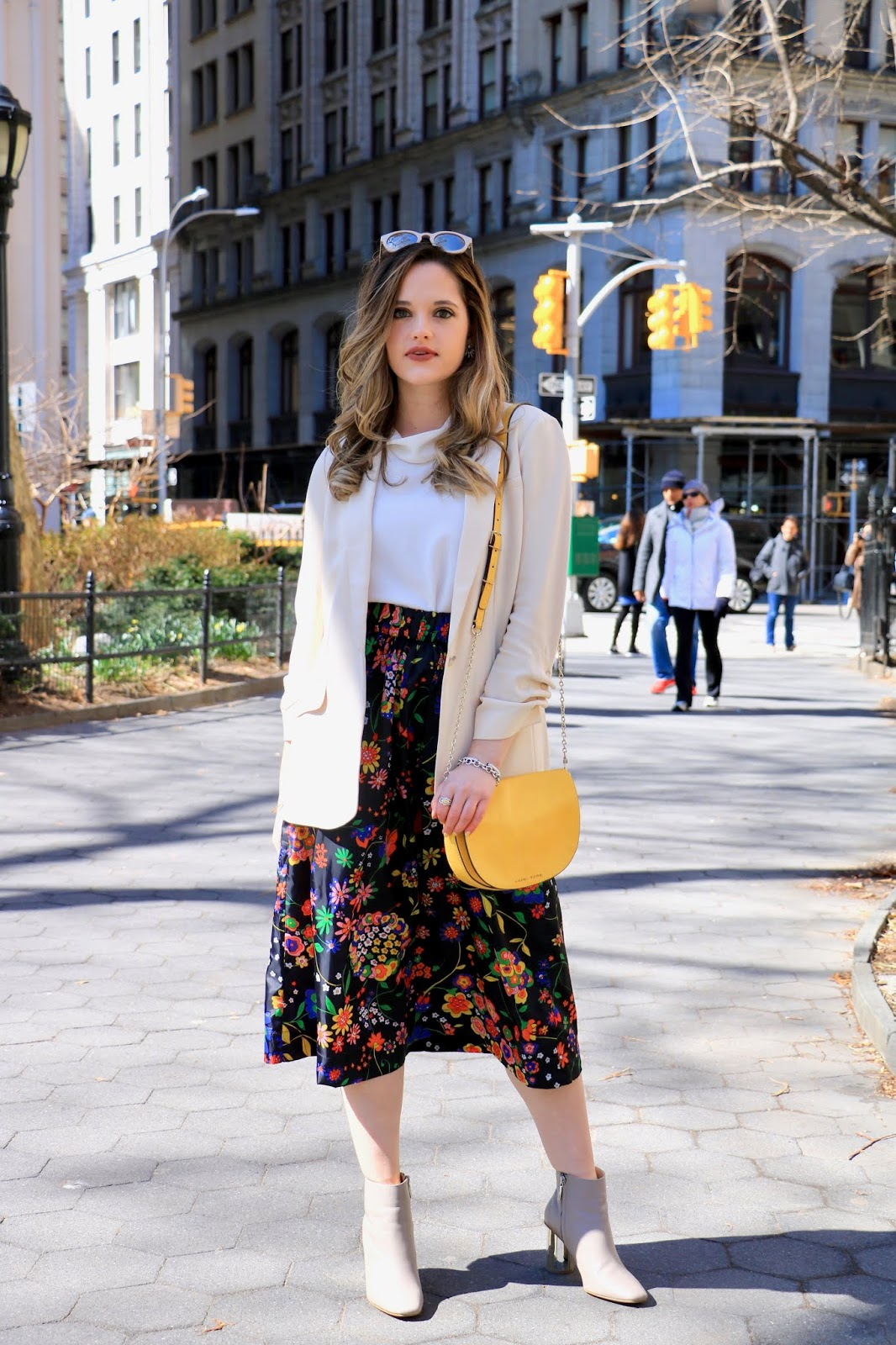 Nyc fashion blogger Kathleen Harper in Madison Square Park