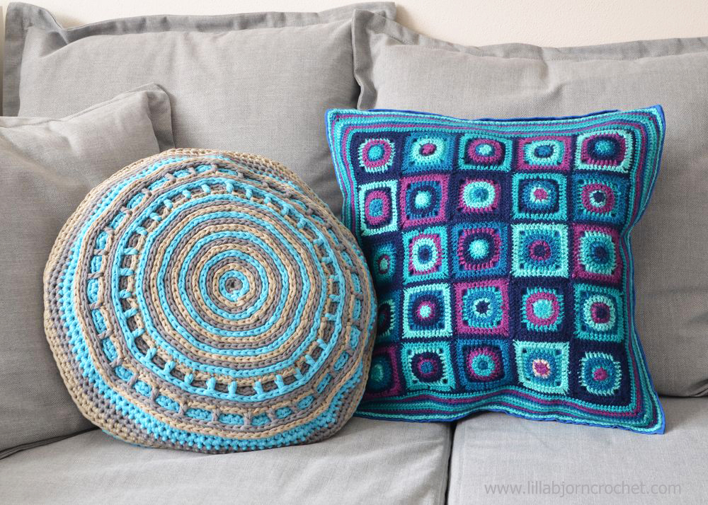 UFO crochet pillow made with Camel stitch. Original design by Lilla Bjorn