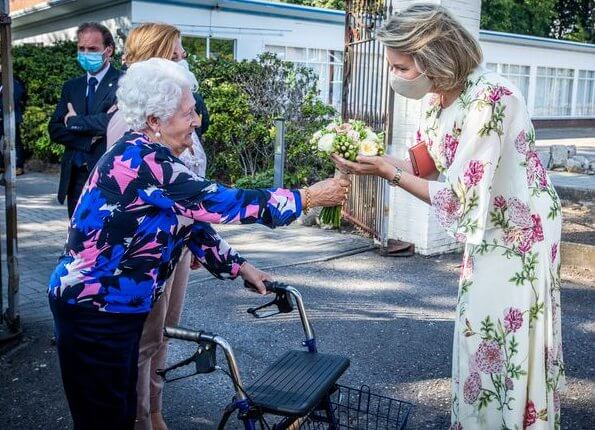 Queen Mathilde wore a floral silk dress by Giambattista Valli. Princess Elisabeth wore a new dress by LK Bennett. Eleonore Diane Von Furstenberg