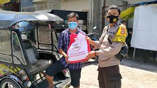 Bhabinkamtibmas Butung Makassar Salurkan Paket Bantuan Presiden