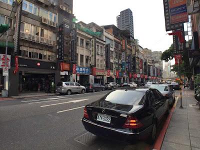 Yarrashop スマホ レンズ 15xマクロレンズ 0.6倍広角レンズ バラ花弁型 歪みなし高画質(ブラック)台湾のカメラ街(メインストリート)