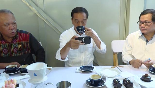 Ulil: Harusnya Jokowi di Istana Saat Ada Demo 'Ojo Nglungani'
