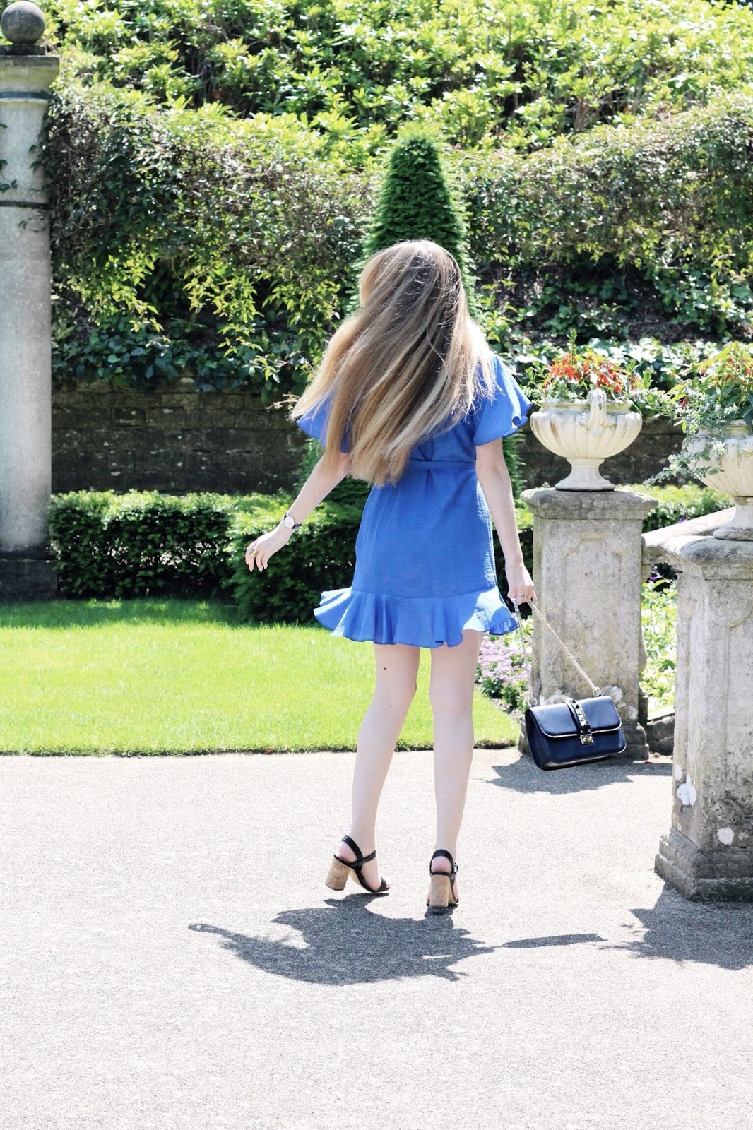 How to Style Short Wrap Dresses in Summer