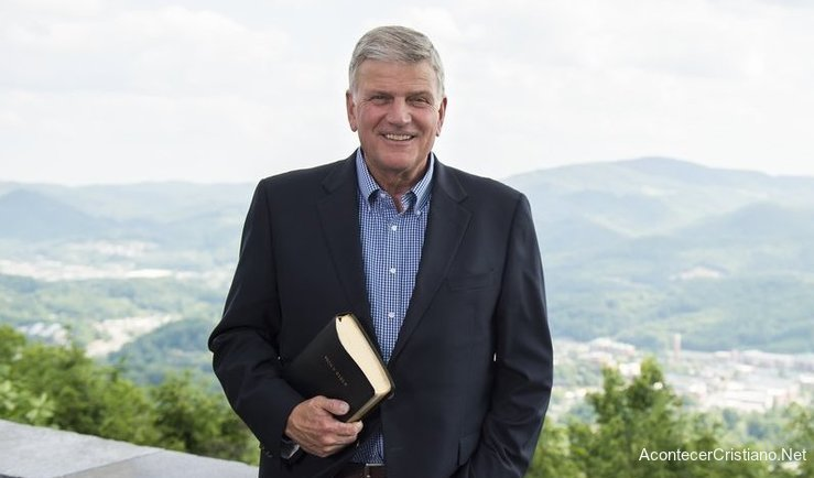 Evangelista Franklin Graham con Biblia